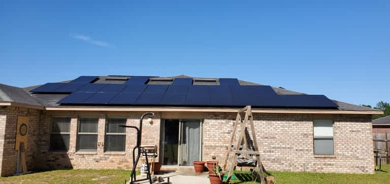 Niceville FL home with solar installed on roof